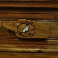 Trabajo de restauración del mostrador de Bodegas Blanca Reyes